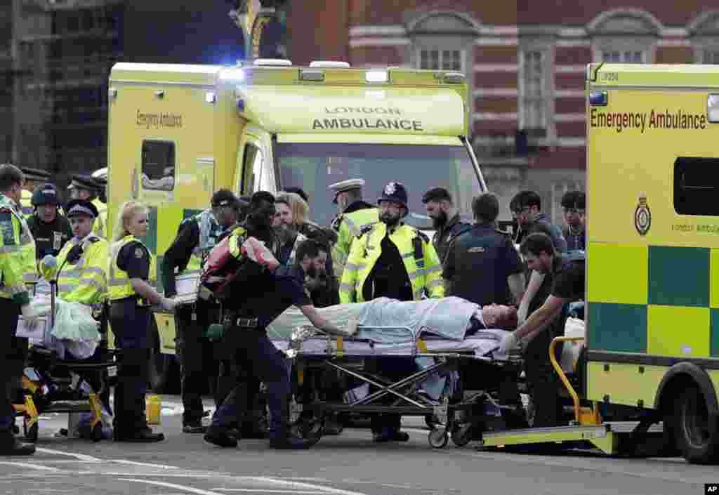لندن میں پارلیمنٹ کے قریب کے ایک حملہ آور نے وہاں موجود راہگیروں پر گاڑی چڑھا دی تھی۔