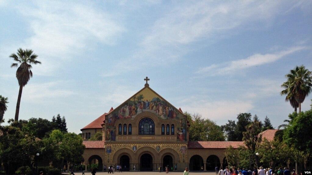 Universitetet amerikane tërheqëse për studentë të huaj