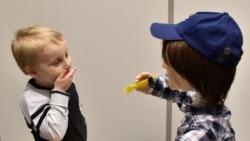 Giúp phát triển ngôn ngữ trẻ em tự kỷ