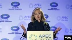 Menlu AS Hillary Clinton menyatakan pentingnya peran kaum perempuan dalam kemajuan ekonomi suatu bangsa dalam KTT APEC di San Fransisco(16/9).