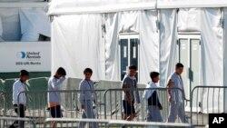 El secretario interino de Seguridad Nacional, Kevin McAleenan, detalló que el DHS ahorta tiene 350 niños bajo custodia, a diferencia del 1 de junio cuando tenía 2.500.