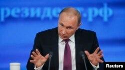 ولادیمیر پوتین رئیس جمهوری روسیه در نشست مطبوعاتی پایان سال خود در مسکو - ۲۷ آذر ۱۳۹۳