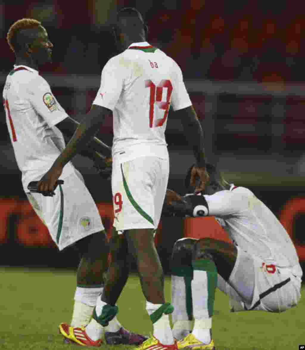 "Senegal's players react after their team lost their African Nations Cup soccer match against Zambia at Estadio de Bata ""Bata Stadium"", in Bata January 21, 2012. REUTERS/Amr Abdallah Dalsh (EQUATORIAL GUINEA - Tags: SPORT SOCCER)"