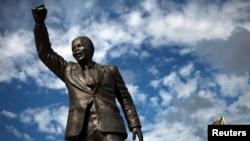 Памятник Манделі в провінції Західний Кейп в Південно-Африканській Республіці
