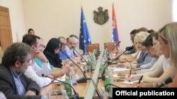 Arhiva - Sastanak Tima za dijalog, koji čine predstavnici Vlade Srbije i medijskih udruženja.