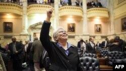 Megi Mekintoš, demokrata iz Baltimora, raduje se nakon što su članovi merilendskog Delegatskog doma usvojili zakon o homoseksualnim brakovima, u Anapolisu u Merilendu.