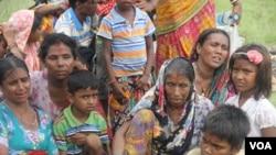 အသတ္ခံခဲ့ရတဲ့ ဟိႏိၵဴေတြရဲ႕ က်န္ရစ္သူမိသားစု၊ သတင္းဓာတ္ပံု - ကိုမိုးေဇာ္ (ဗီြအိုေအ ျမန္မာပိုင္း)