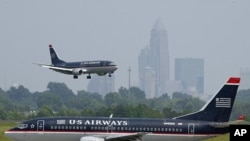 Sebuah pesawat milik maskapai US Airways dari Paris menuju Charlotte, AS terpaksa dialihkan penerbangannya setelah pengakuan seorang penumpang yang mencurigakan (foto: dok).