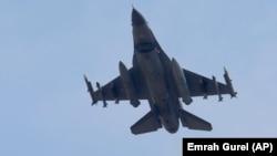 装载导弹的土耳其空军战机(2015年7月29日)