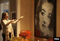 رویا خواجوی حیدری در مورد یکی از آثار کلکسیونش صحبت می کند