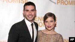 Người sáng lập 'Bút chì của Hứa Hẹn' Adam Braun và nữ diễn viên Sophia Bush tại dạ hội hàng năm của tổ chức này tại New York.