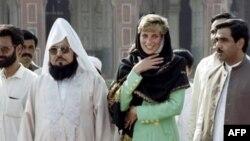 لیڈی ڈیانا نے 1991 میں دورے کے دوران بادشاہی مسجد کا بھی دورہ کیا۔