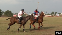 In polo, players can change horses every seven-and-a-half minutes of playing time. (C. Nwankwo/VOA)