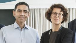 İlk etkili Corona virüsü aşısını geliştiren BioNTech firmasının kurucusu Uğur Şahin ve eşi Özlem Türeci