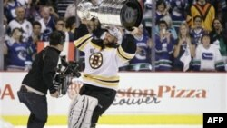Тим Томас, вратарь Boston Bruins