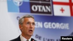 Генеральний секретар НАТО Єнс Столтенберг виступає під час зустрічі зі студентами в Тбілісі, Грузія, 8 вересня 2016 року.