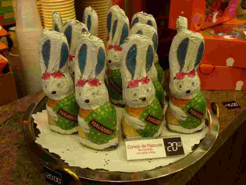 Los conejos hechos de chocolate también son una tradición de la Pascua.