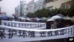 2일 쓰촨성 정부 청사 앞 시위대.