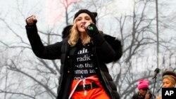 La cantante Madonna estuvo presente en la marcha. Otras personalidades como Alicia Keys, las actrices Scarlett Johanson, Ashley Judd, América Ferrera, y el cineasta Michael Moore, también mercharon.