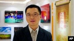 Ông Vu Kỳ Nhất, một viên kỹ sư của Tập đoàn Đầu tư Công nghiệp Ôn Châu. Hình chụp tại một cuộc triển lãm trong một khách sạn ở Bắc Kinh ngày 2/9/2012.
