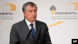Izvršni direktor ruske naftne kompanije Rosneft, Igor Sečin, čije ime je uključeno u drugu fazu sankcija SAD i EU protiv Rusije (arhivski snimak)