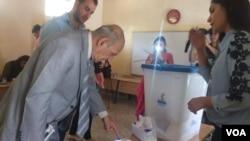 Pelaksanaan referendum kemerdekaan Kurdi Irak 25 September lalu di Irbil, ibukota Kurdistan. (Foto: H. Murdock/VOA)