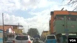 """Luanda: Uma cidade em """"engarrafamento"""" constante"""