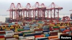 Archivo - Puerto de Yangshan, Shanghái, China.