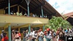 Vendedores ambulantes no fim da reunião com o Município de Maputo