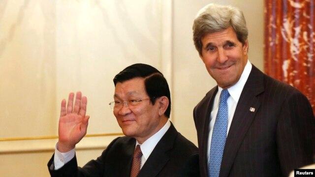 Ngoại trưởng Mỹ John Kerry và Chủ tịch nước Việt Nam Trương Tấn Sang đến dự bữa ăn trưa tại Bộ Ngoại giao Hoa Kỳ hôm 24/7/2013.