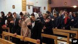 نیایش مسیحیان ایران در کلیسا به مناسبت کریسمس. بیشتر مسیحیان ایران در تهران و نیز شمال غرب آن کشور ساکن هستند- آرشیو