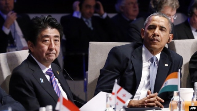 Japanese Prime Minister Shinzo Abe and US President Barack Obama attend the opening session of the Nuclear Security Summit (NSS) in The Hague on March 24, 2014.