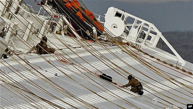 Italian naval divers work on the capsized cruise ship Costa Concordia off the tiny Tuscan island of Giglio, Italy, January 17, 2012.