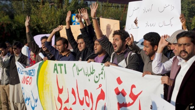 FILE - Pakistani students shout slogans against the Islamic State group in Islamabad, Nov 20, 2014.