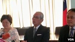 台湾驻美代表高硕泰9月5日在代表处举行华文媒体简报会。(美国之音钟辰芳拍摄)