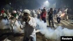 雅加达星期五爆发暴力抗议