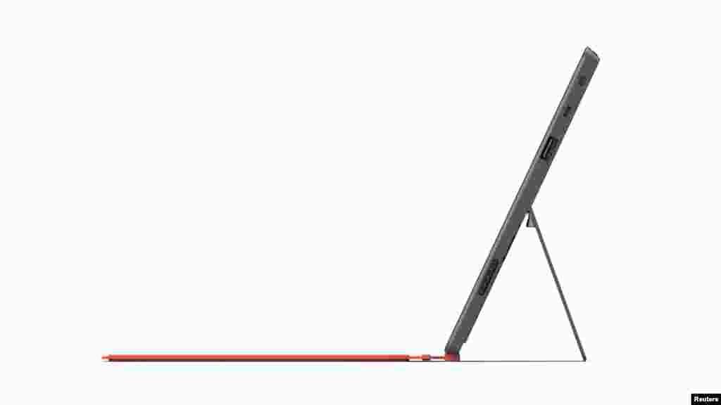 """""""Surface"""" incluye la posibilidad de incorporar un teclado en tres colores brillantes, y tiene una salida USB."""