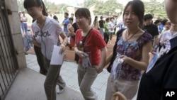 Etudiantes chinoises, Pékin, le 7 juin 2006. (AP Photo/Ng Han Guan)