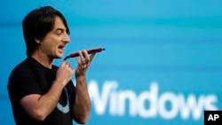 Joe Belfiore, wakil presiden Operating Systems Group Microsoft mendemonstrasikan asisten pribadi Cortana dalam pidato utama Build Conference, Rabu, 2 April 2014 di San Francisco.