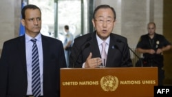 United Nations General-Secretary Ban Ki-moon (C) speaks next to the U.N. Special Envoy for Yemen Ismail Ould Cheikh Ahmed on June 15, 2015, during a press conference at the U.N. offices in Geneva during the opening of Yemen peace talks.