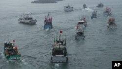 Tàu đánh cá của Đài Loan khởi hành từ cảng Tô Áo, ở đông bắc Đài Loan hướng về dãy đảo đang tranh chấp