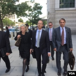 U.S. prosecutors leave a federal courthouse in Washington, D.C., after a judge ordered accused Russian agent Maria Butina held in jail. (M. Farivar/VOA)