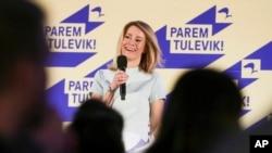 Wanita ketua Partai Reformasi, Kaja Kallas, berbicara di markas besar partainya setelah pemilihan parlemen di Tallinn, Estonia, Minggu, 3 Maret 2019 (foto: AP Photo/Raul Mee)