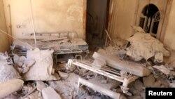 Một căn phòng trong bệnh viện dã chiến bị phá hủy sau những cuộc không kích nhắm vào khu vực do phiến quân kiểm soát ở Aleppo, Syria, ngày 1 tháng 10, 2016.