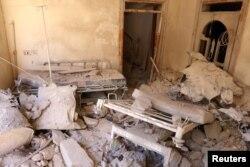 ໂຮງໝໍຊົ່ວຄາວໄດ້ຮັບຄວາມເສຍຫາຍຫຼັງຈາກການໂຈມຕີທາງອາກາດໃນເຂດທີ່ຖືກຄວບຄຸມໂດຍ ພວກກະບົດໃນເມືອງ Aleppo, ຊີເຣຍ. 1 ຕຸລາ 2016.