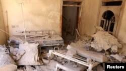 反政府组织控制的阿勒颇城区的一个医院挨炸后(2016年10月1日)