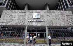FILE - People enter the headquarters building of Brazilian state oil company Petrobras in Rio de Janeiro.