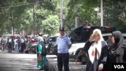 新疆自治区5.22暴恐事件后 全国开展严打暴恐专项行动 乌鲁木齐街头加强警戒 (东方拍摄)