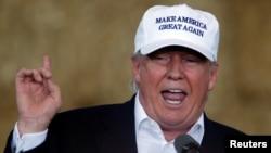 دونالد ترامپ در سخنرانی انتخاباتی اش در ایالت آیوا