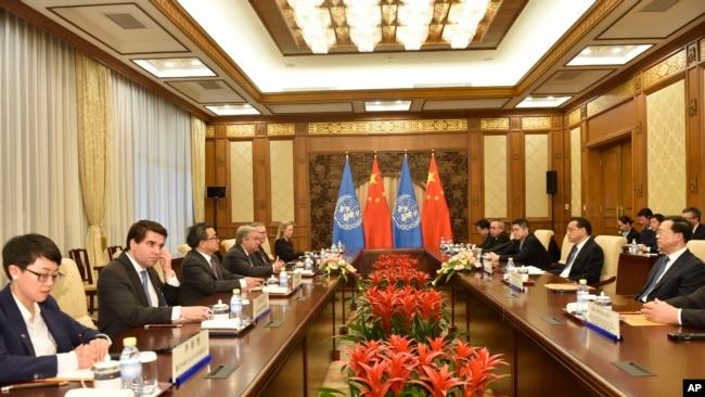 Thủ tướng Trung Quốc Lý Khắc Cường gặp Tổng thư Ký LHQ Antonio Guterres tại Bắc Kinh, ngày 8/4/2018.